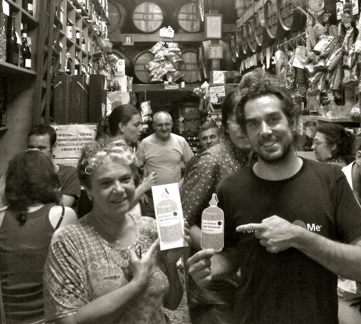 El Marc i la Tere de la bodega Marin fent promoció de la ruta La Gracia del vermut ANDRONAcultura